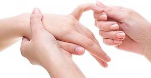 Parmak Eklem Ağrısı Nasıl Geçer Nedenleri ve Belirtileri