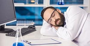 Sürekli Uyuma İsteğinin Temel Nedenleri