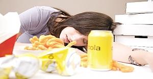 Yemekten Sonra Yorgunluğun Nedenleri, Belirtileri ve Tedavisi