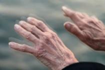 Parkinson hastalığı nedir? Parkinson hastalığının nedenleri ve belirtileri nelerdir?