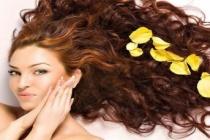 Uzun, Pürüzsüz ve Kepeksiz Saçlar İçin Kivi Saç Maskeleri
