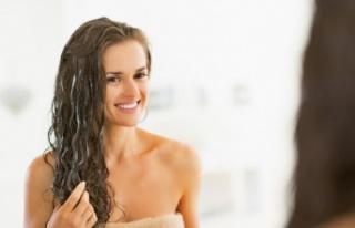 Parlaklığı Evde Doğal Olarak Kıvırcık Saçlara...