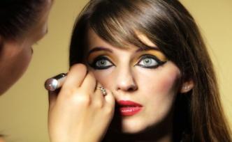 Genç Kızlar İçin Mısırlı Göz Makyajı İpuçları